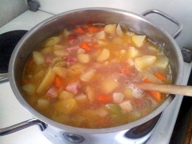 Eincachte leckere Kartoffelsuppe
