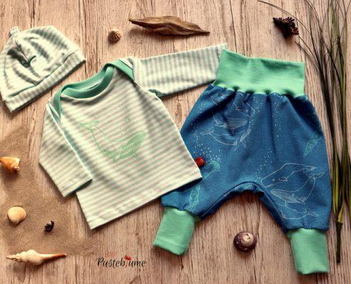 Babyshirt, Pumhose und Mütze